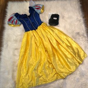 Disney's princess Snow White adult costume and wig